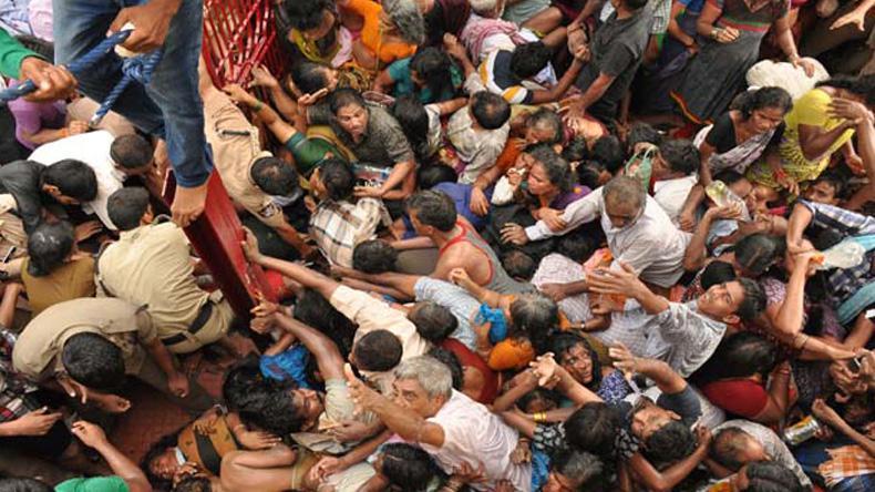 สลด! ชาวอินเดียเหยียบกันดับ 27 ราย แย่งกันอาบน้ำล้างบาป
