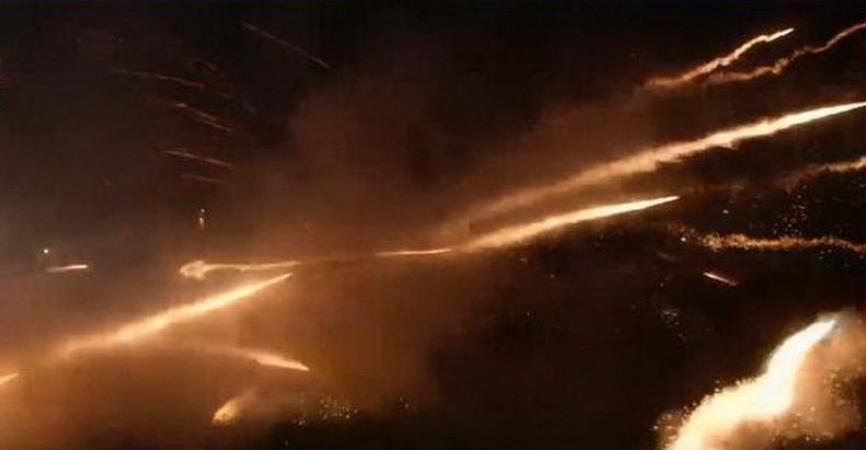 กรีซฉลองเทศกาลอีสเตอร์ด้วย 'สงครามจรวด'