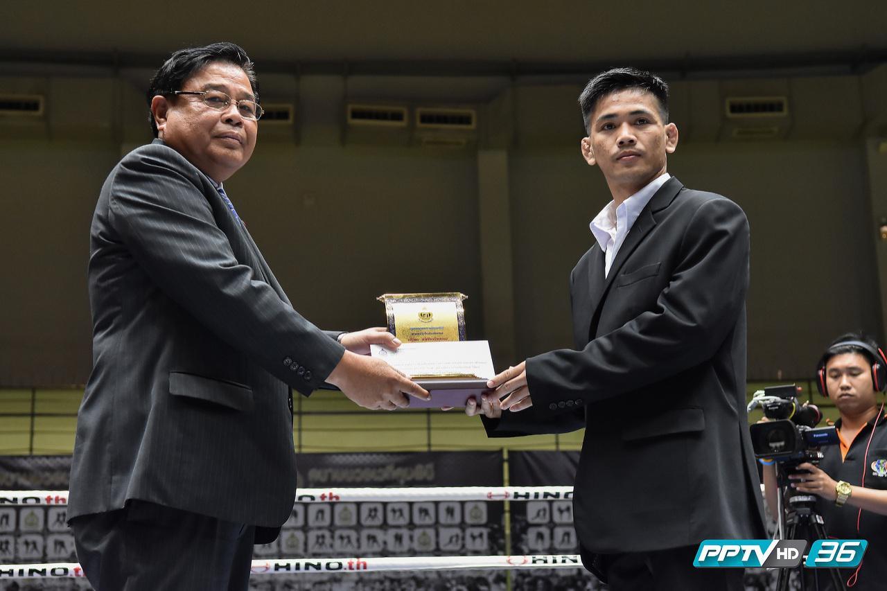 """""""รณชัย"""" คว้ารางวัลนักมวยไทยชกยอดเยี่ยม วันสถาปนาเวทีมวยลุมพินีครบ 59 ปี"""