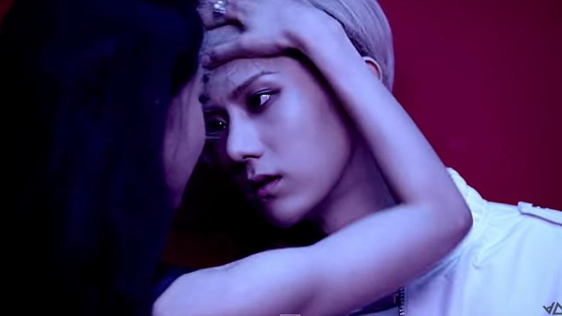 """เซ็กซี่เต็มขั้น! """"ฮยอนซึง"""" B2ST โซโล่เดบิวท์เดี่ยว MV เพลง """"You're The First"""""""