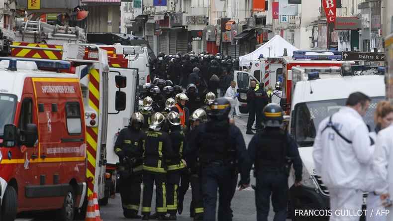 ฝรั่งเศสเดือด! ตร.ปะทะผู้ต้องสงสัยโจมตีปารีส ล่าสุดจับกุมตัวได้ 7 ราย