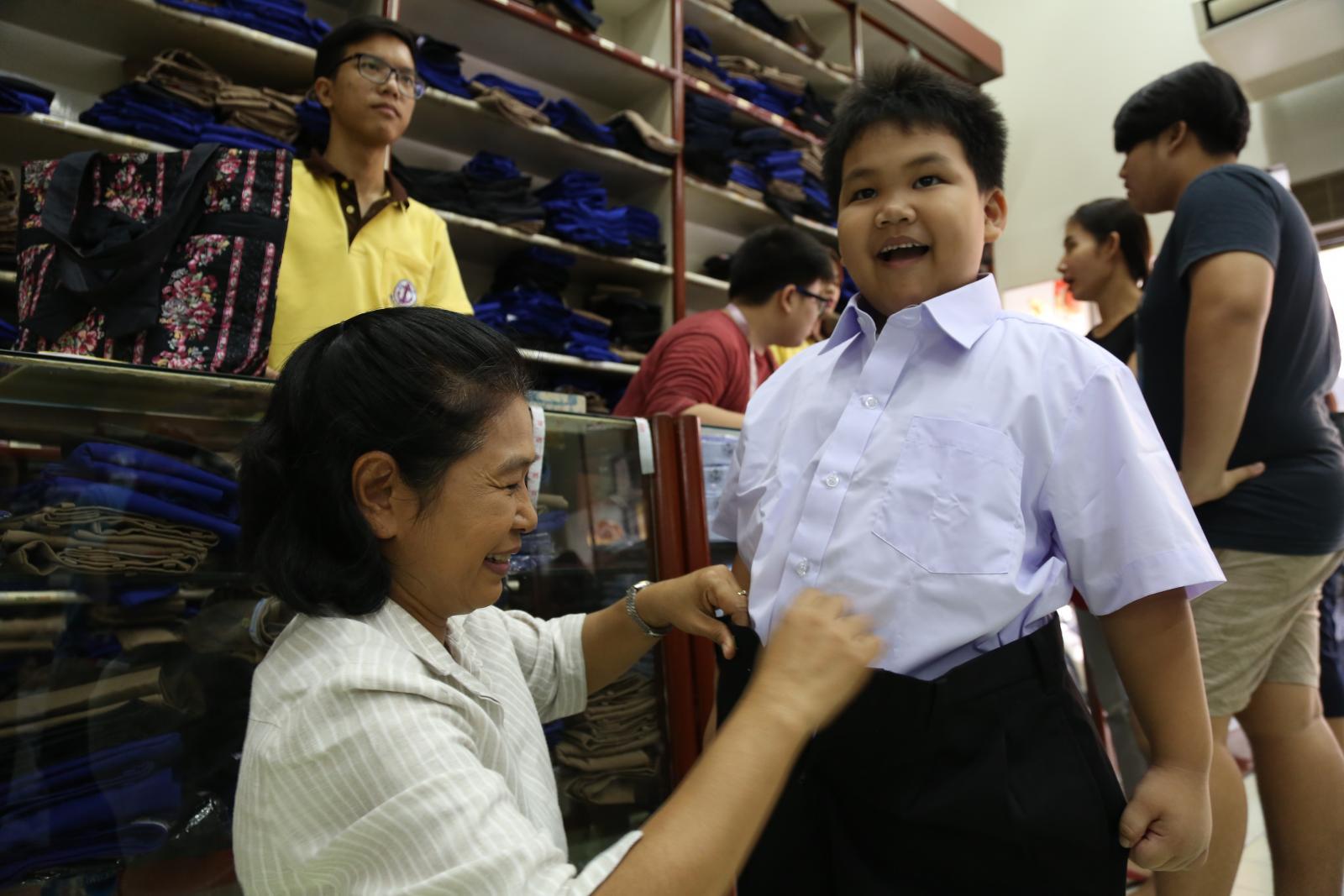 เปิดราคาที่ผู้ปกครองต้องจ่ายค่าชุดนักเรียน
