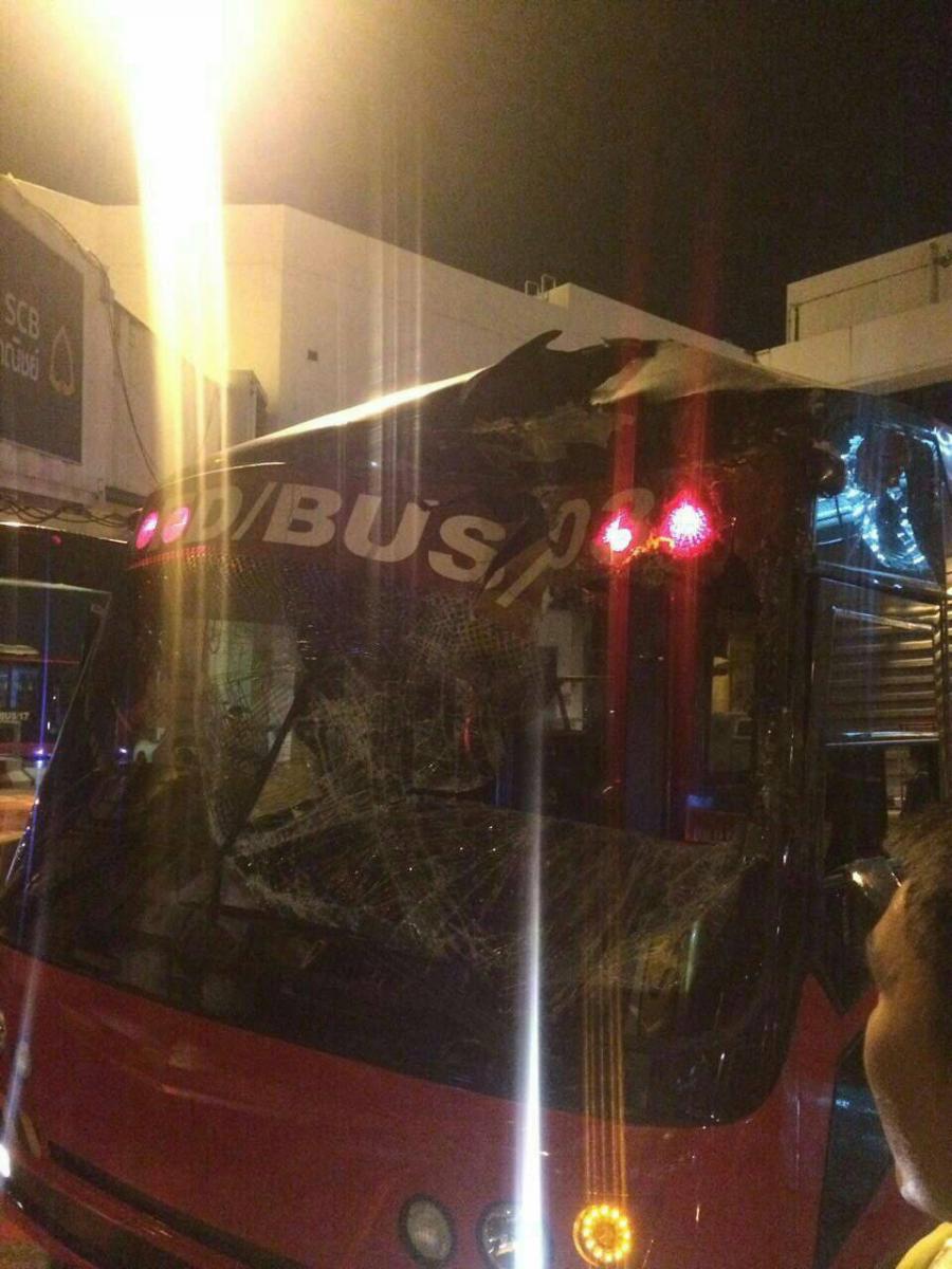 เป็นไปได้! รถบัสแอร์เอเชียชนเครื่องบินนกแอร์คาลานจอดดอนเมือง