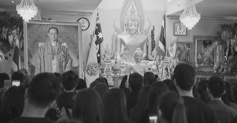 ชาวไทยในต่างแดนร่วมถวายอาลัยการเสด็จสวรรคตของในหลวง (คลิป)