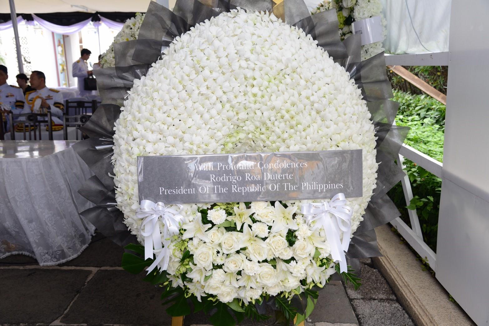 ดูเตอร์เต ปธน.ฟิลิปปินส์ เดินทางร่วมถวายสักการะพระบรมศพ