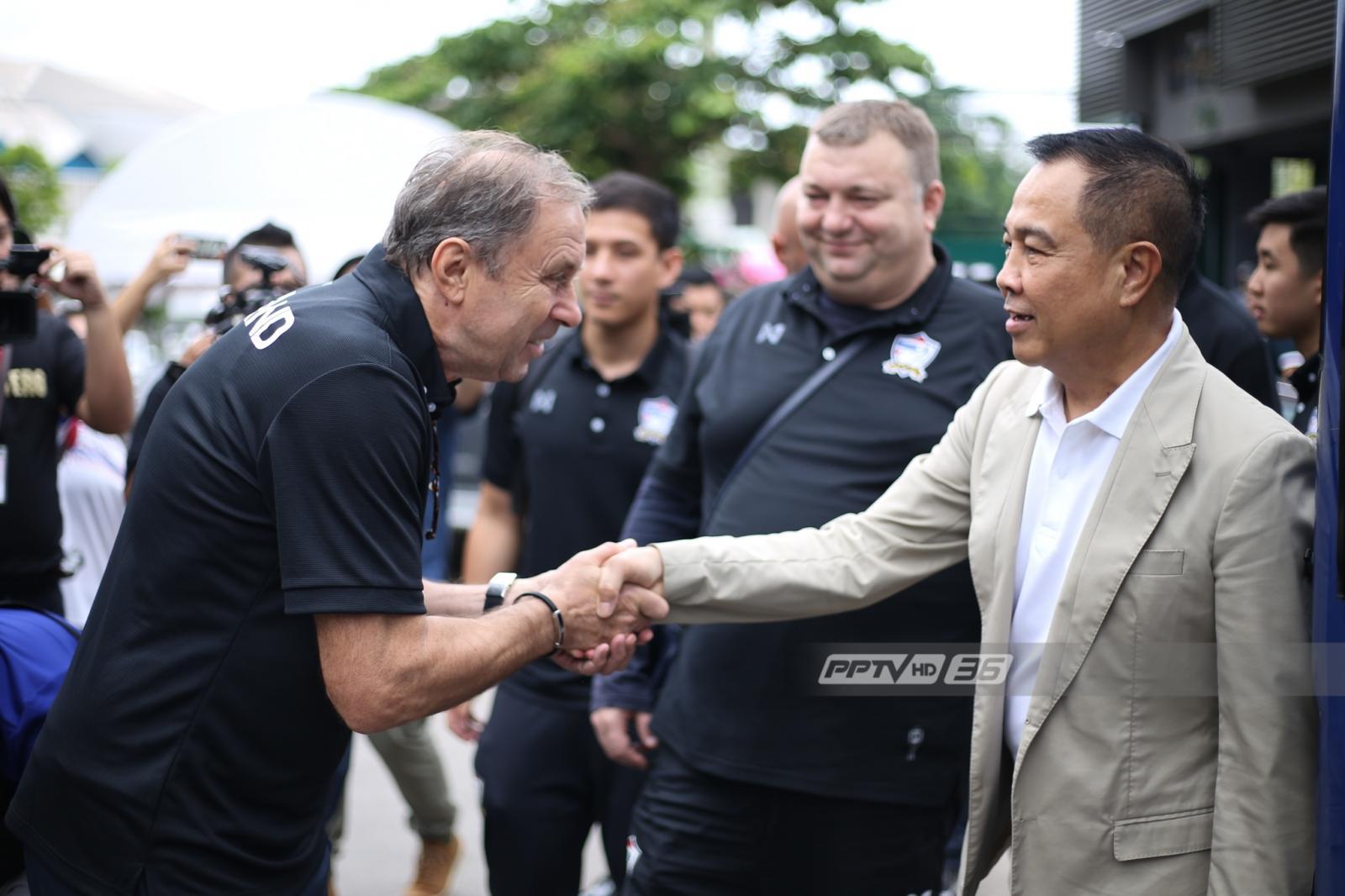 """นักเตะทีมชาติไทย เข้ารายงานตัว ขาดเพียงแข้ง """"เมืองทอง-เชียงราย"""""""