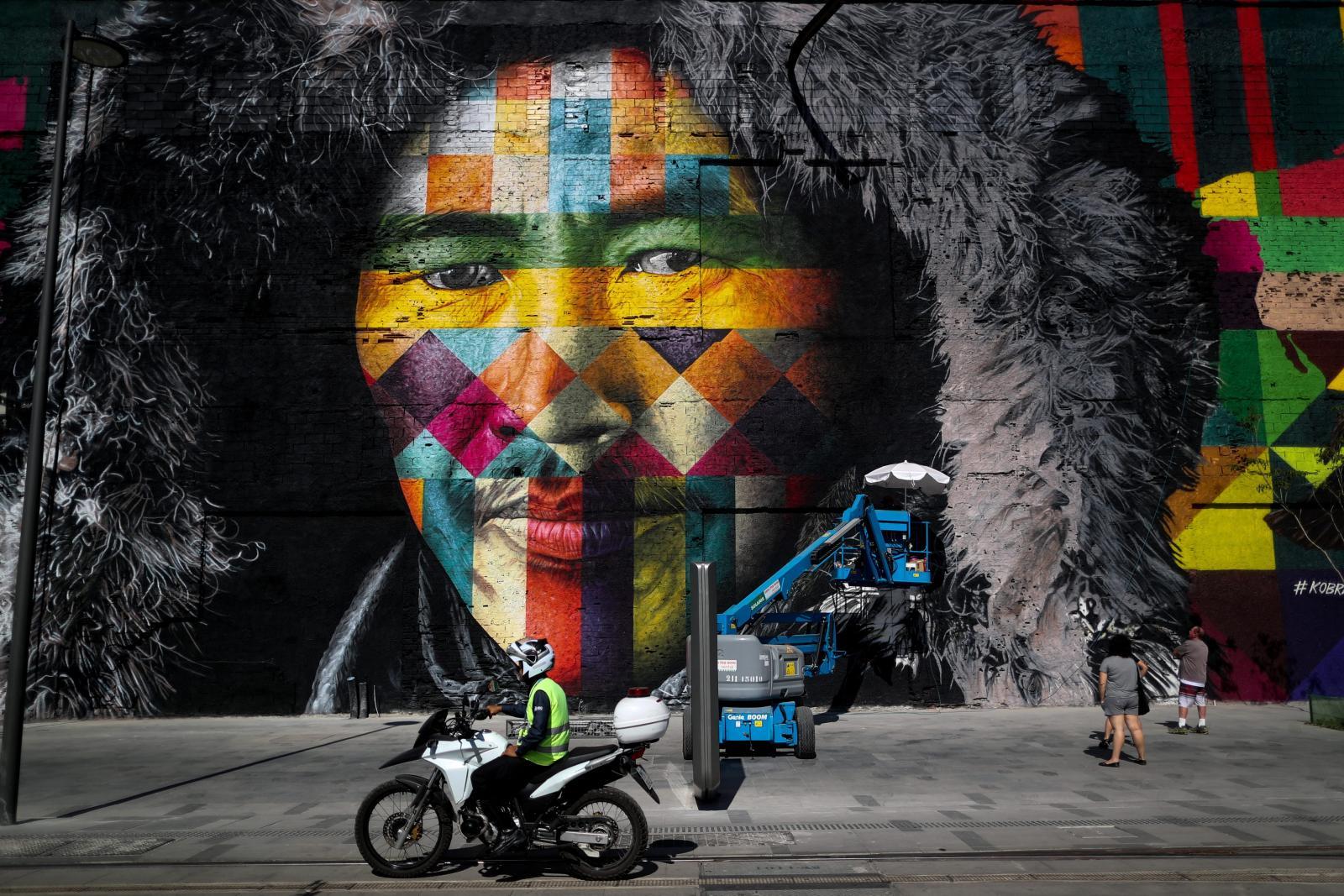 """""""บราซิล"""" เพ้นท์กำแพงต้อนรับนักกีฬาทั่วโลก (คลิป)"""
