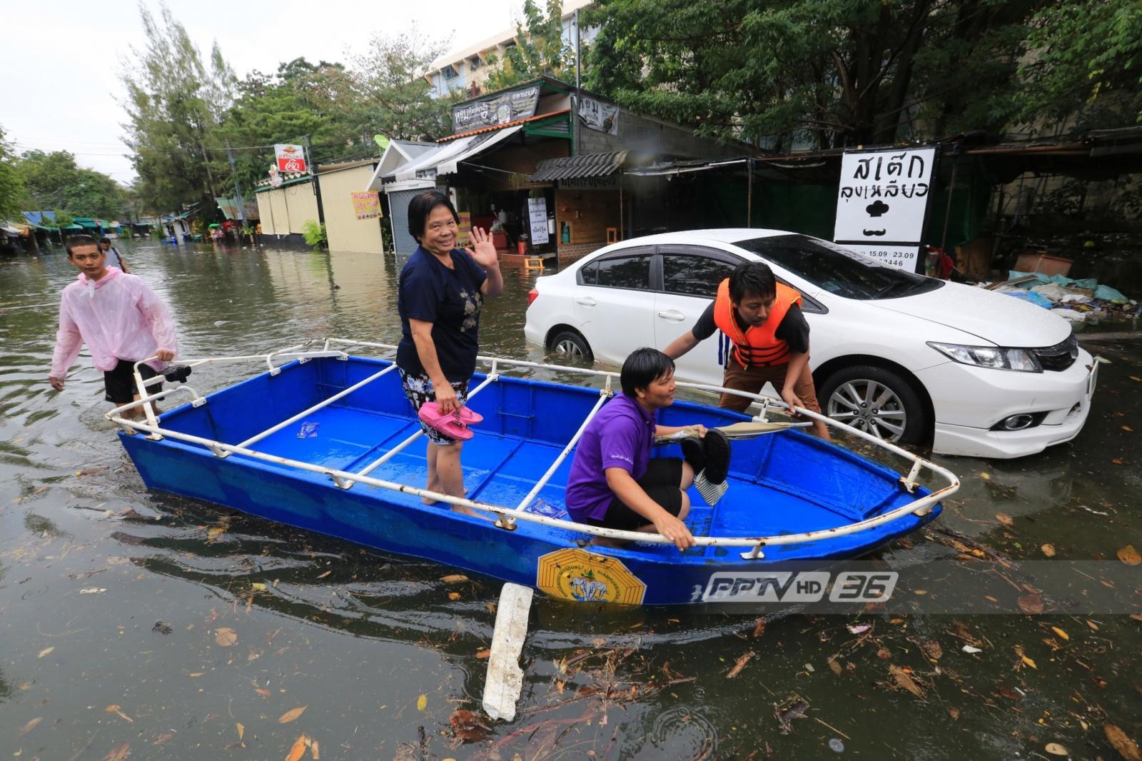 แฟลตคลองจั่นน้ำท่วมหนักหลังฝนตก-รถติดทั่ว กทม.