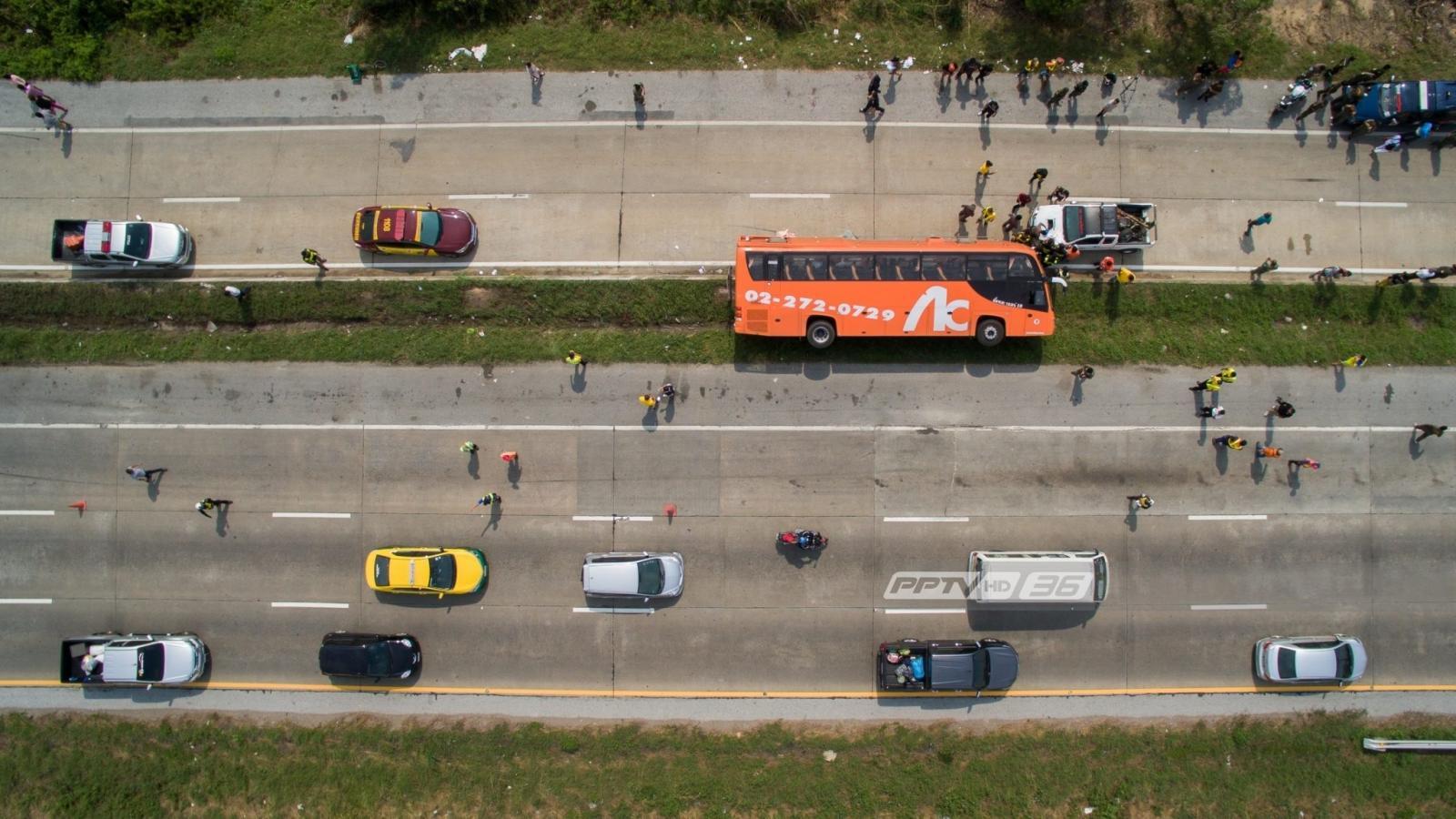 รถบัสประจำทางกรุงเทพฯ-อุบลฯ พลิกคว่ำ บาดเจ็บ 20 สาหัส 3 คน