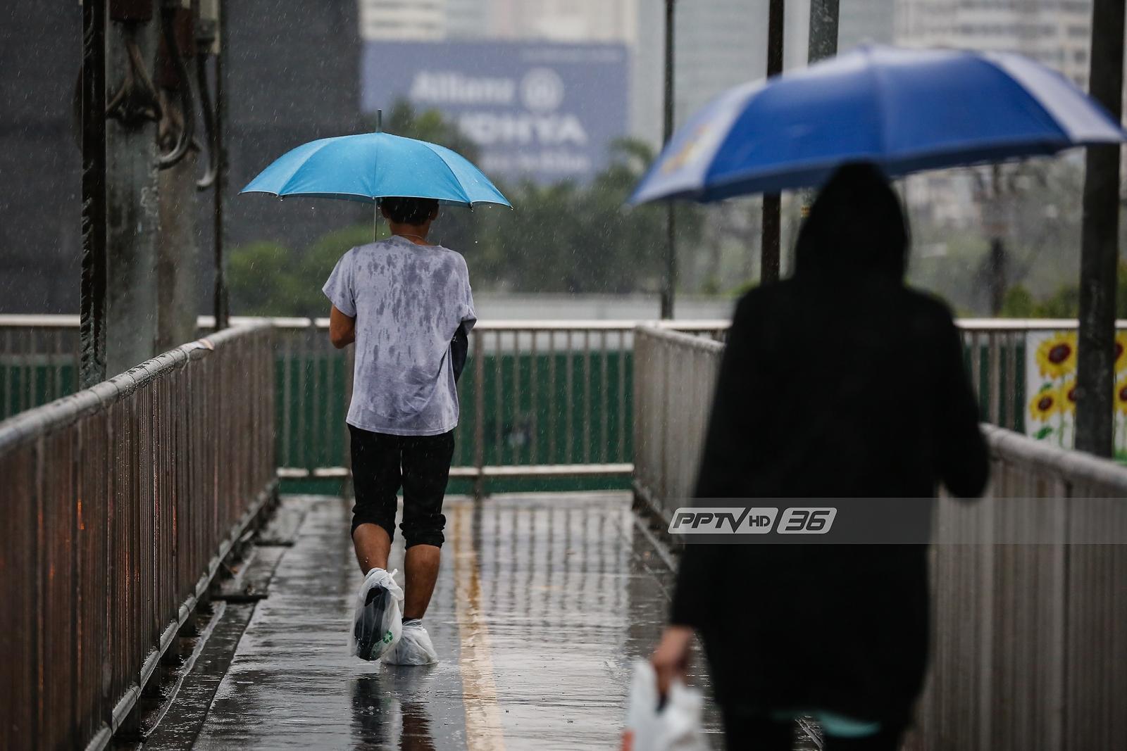 """ช่วงนี้ยังต้องพก """"ร่ม"""" อุตุฯ เตือนทุกภาคยังมีฝนฟ้าคะนอง"""