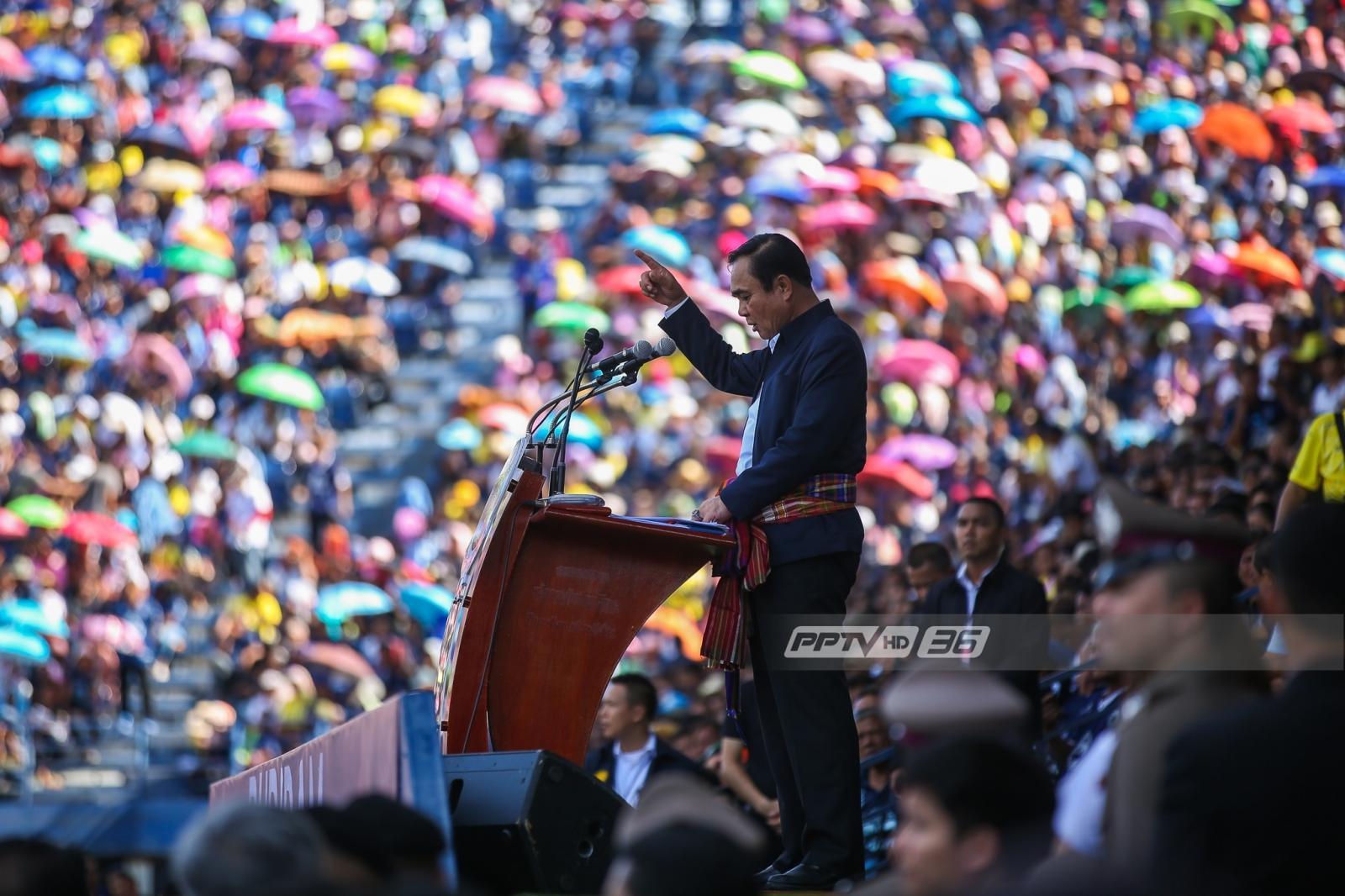 """ชาวบุรีรัมย์เต็มสนาม รับ """"ประยุทธ์"""" ยันไม่มีดีลการเมืองกับภูมิใจไทย"""