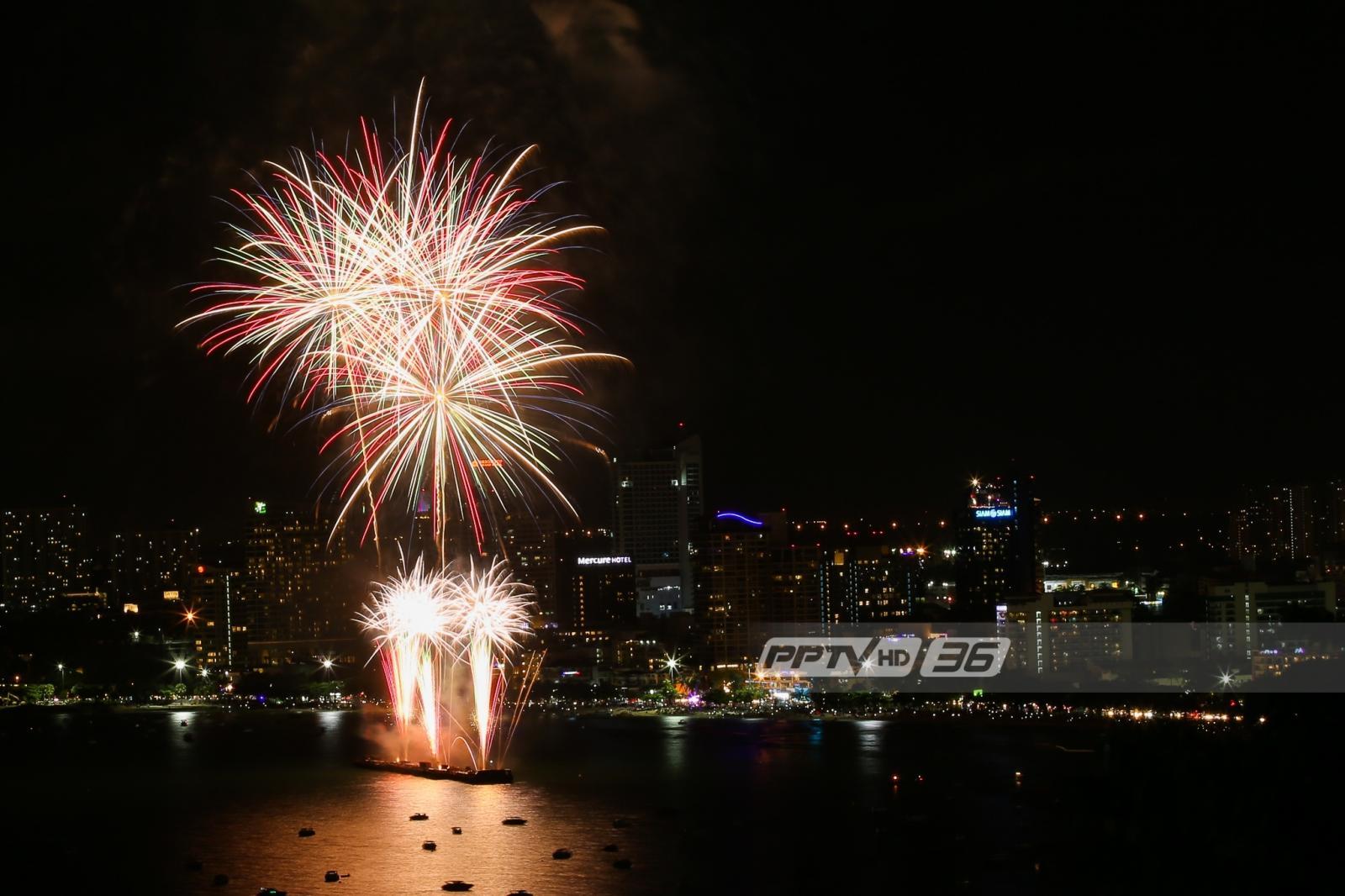 ตระการตา !! เทศกาลพลุนานาชาติเมืองพัทยาวันแรก