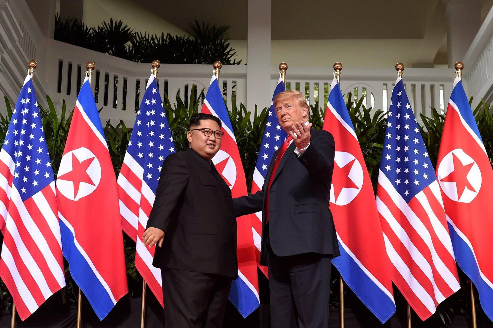 """วิเคราะห์ภาษากายของ 2 ผู้นำ """"ทรัมป์-คิม"""""""