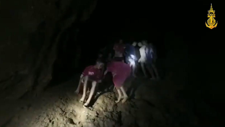 """""""หน่วยซีล"""" เปิดคลิปวิดีโอ 13 ชีวิต ขณะพบในถ้ำหลวง"""