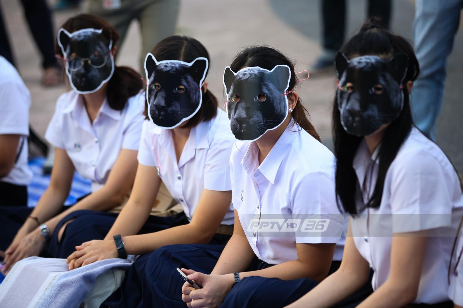 นิสิตจุฬาฯสวมหน้ากากเสือดำ แสดงจุดยืนสัตว์ทุ่งใหญ่ต้องไม่ตายฟรี