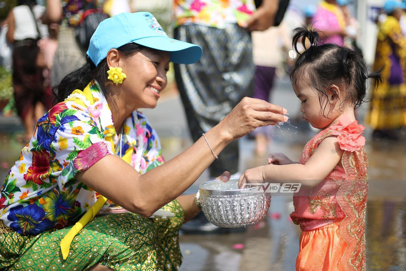 """ฉลองปีใหม่ไทยเติมความสุข """"ฟรี"""" รับสงกรานต์"""