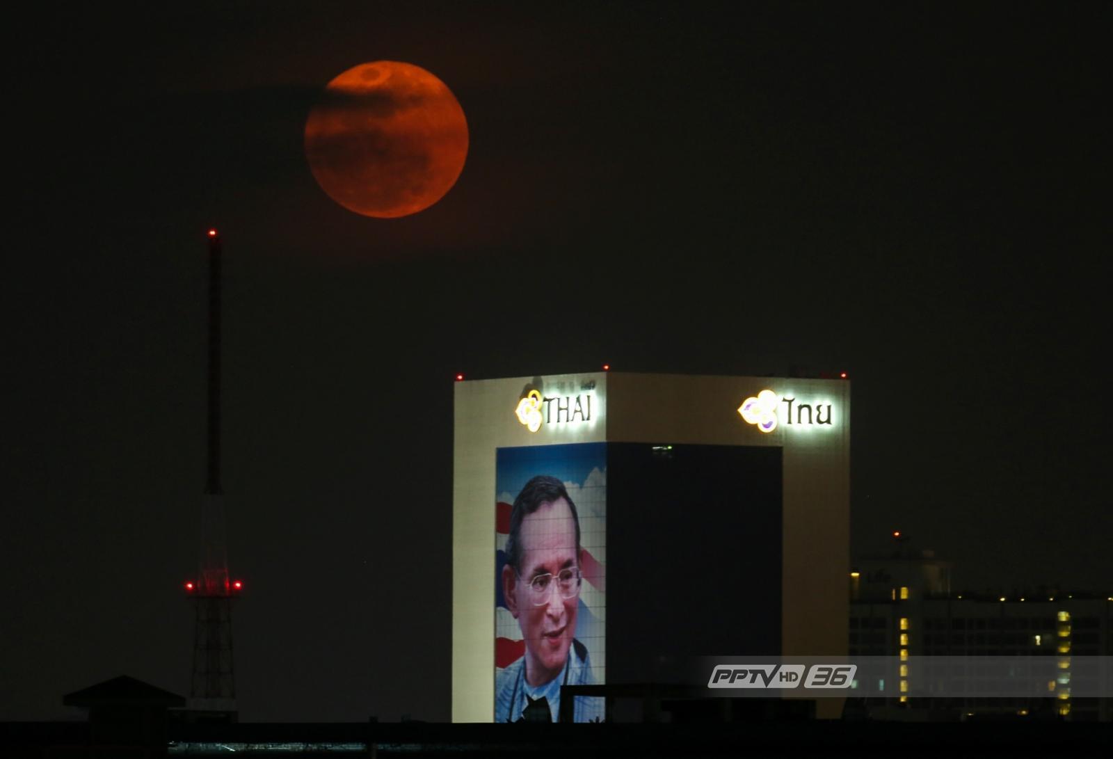 """ชาวไทยร่วมส่องจันทร์ชม """"ซูเปอร์ฟูลมูน"""" ใกล้ที่สุดในปี 2561"""