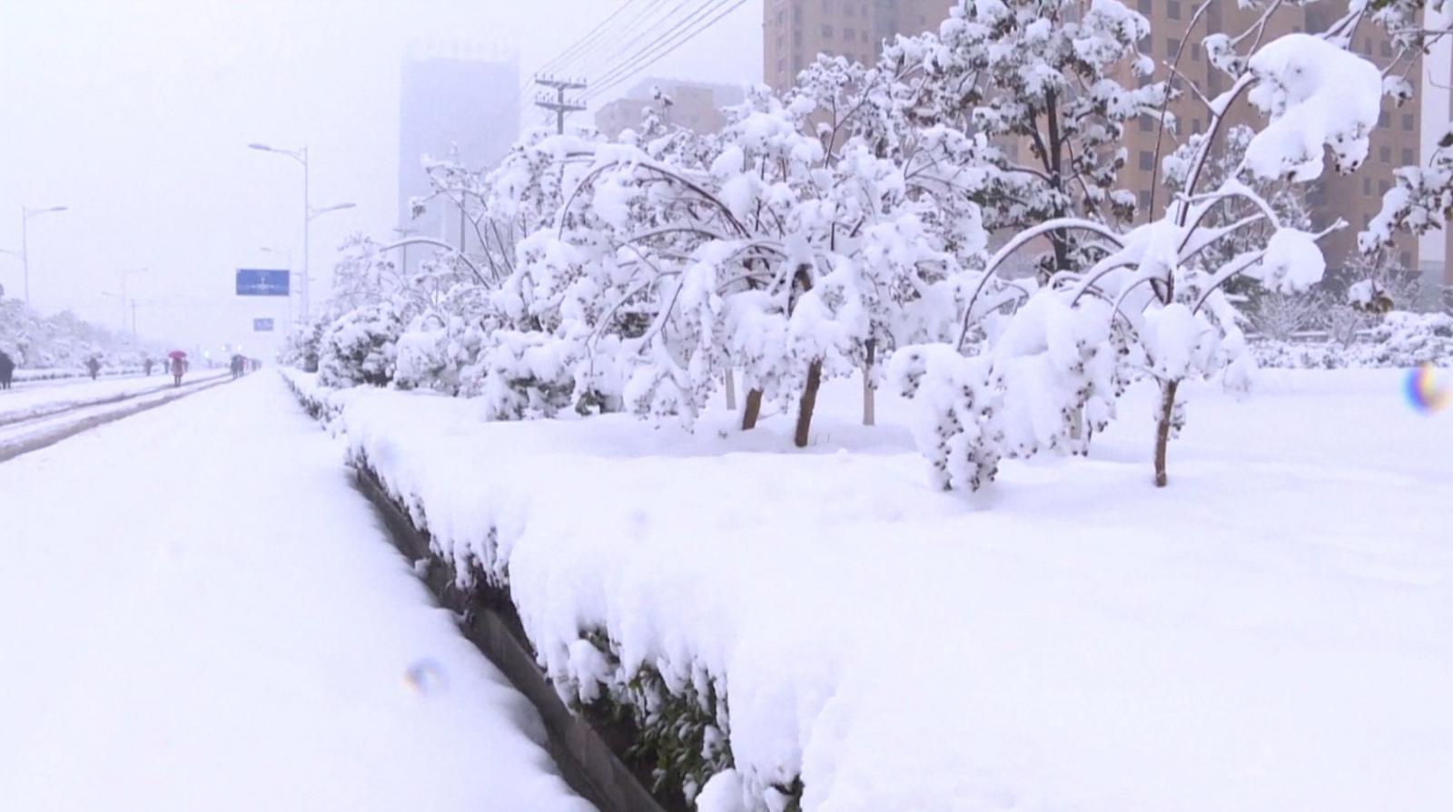 จีนยกระดับเตือนภัย หลังพายุหิมะถล่มตอนเหนือ-กลาง