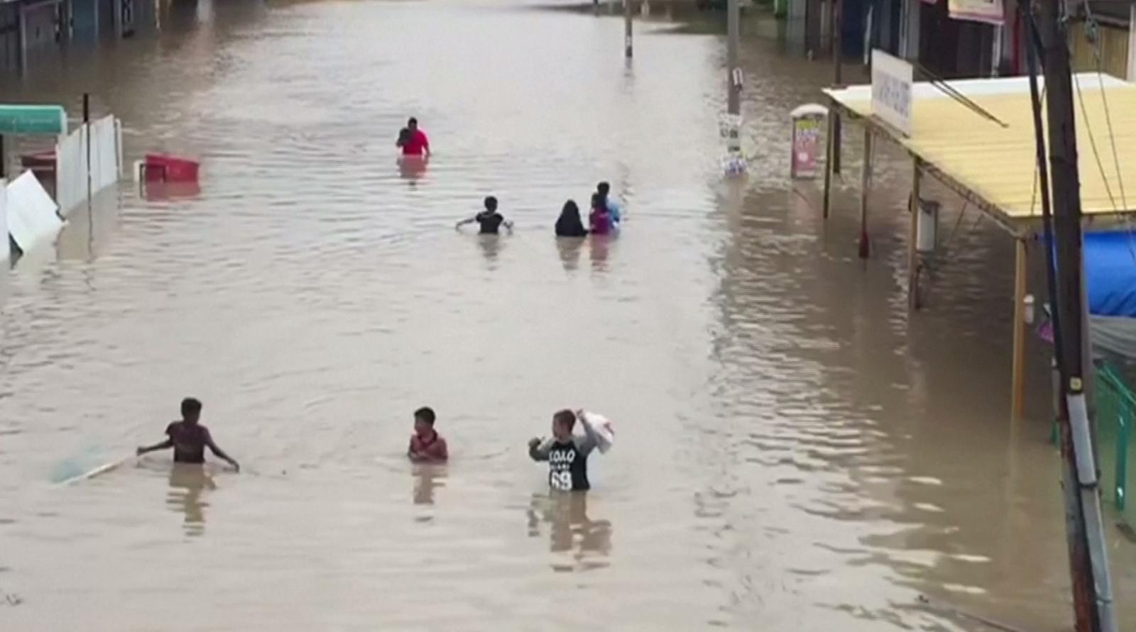 ปีนังเผชิญน้ำท่วมใหญ่ เสียชีวิต 2 ราย
