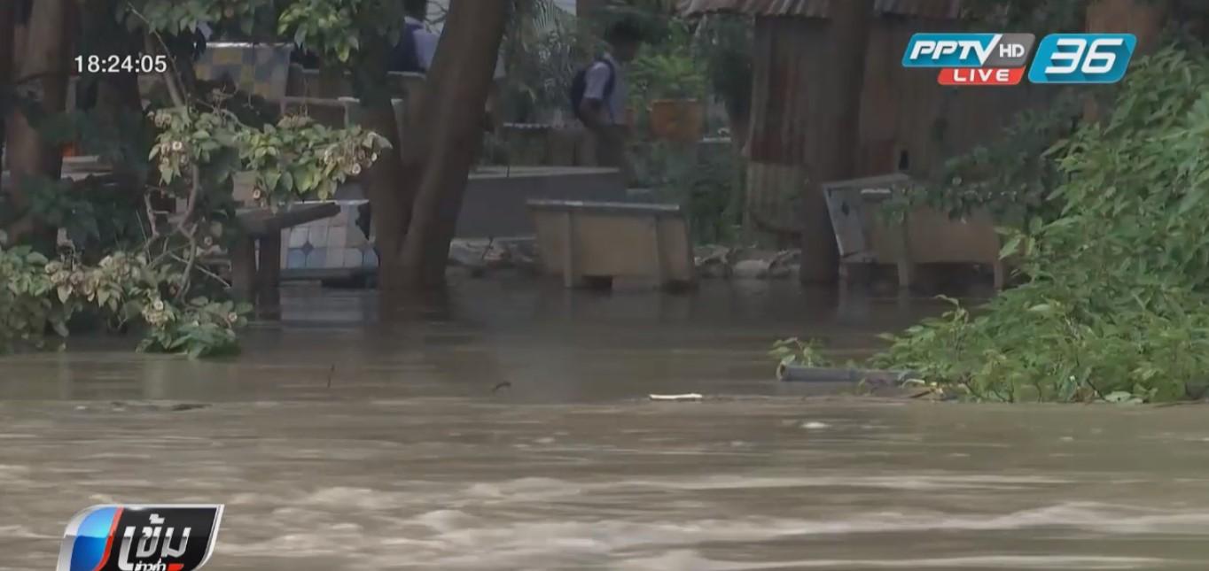 ชาวเพชรบุรี ก่อกำแพงกันน้ำท่วมคืนนี้ หลังเขื่อนระบายน้ำเพิ่ม