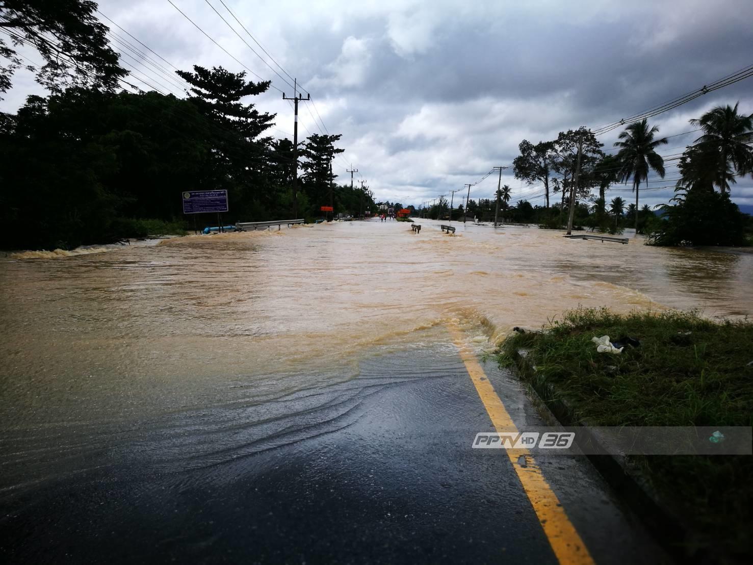 """น้ำท่วมนครศรีธรรมราชยังวิกฤต พบข้อมูล """"รถเล็ก"""" ถูกน้ำป่าซัดหลายคัน"""