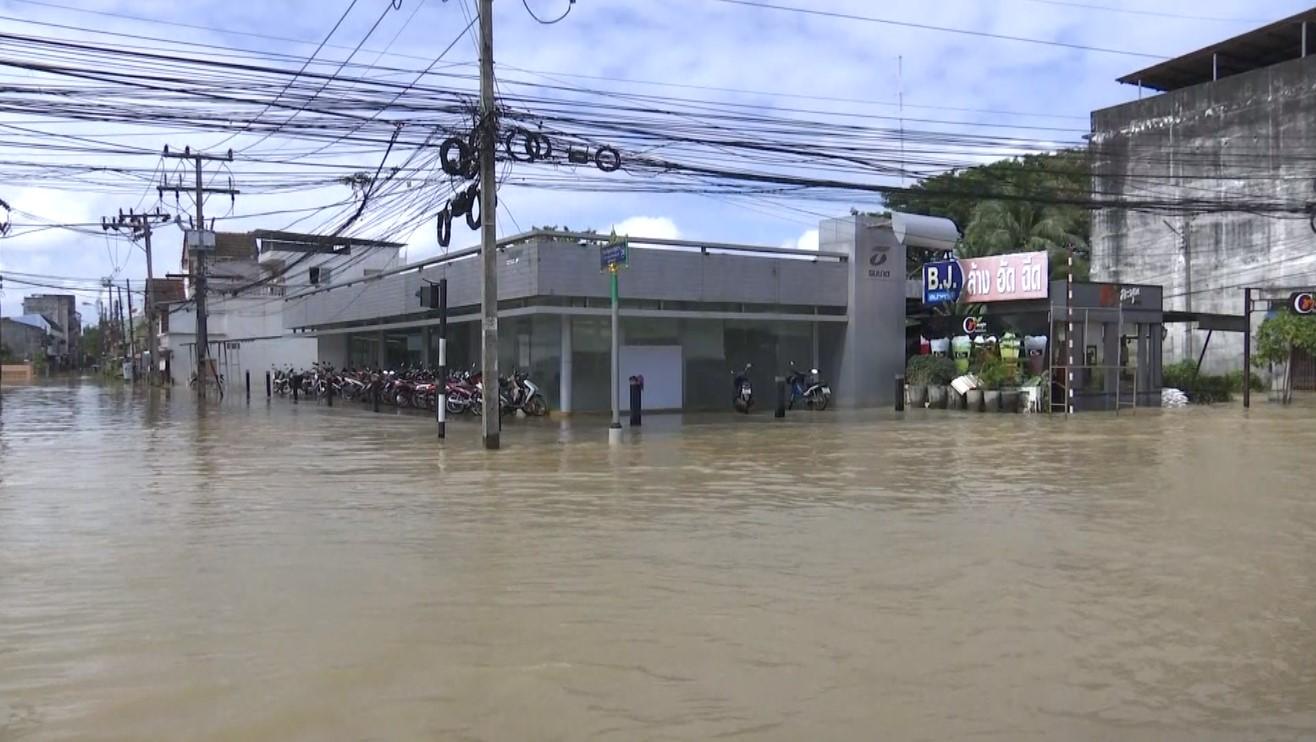 น้ำท่วมเมืองนครศรีธรรมราชเริ่มลดระดับลงเล็กน้อย