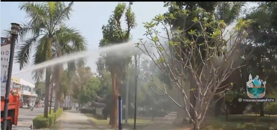 ลำปางเร่งฉีดน้ำในพื้นที่สาธารณะ ลดปัญหาหมอกควัน