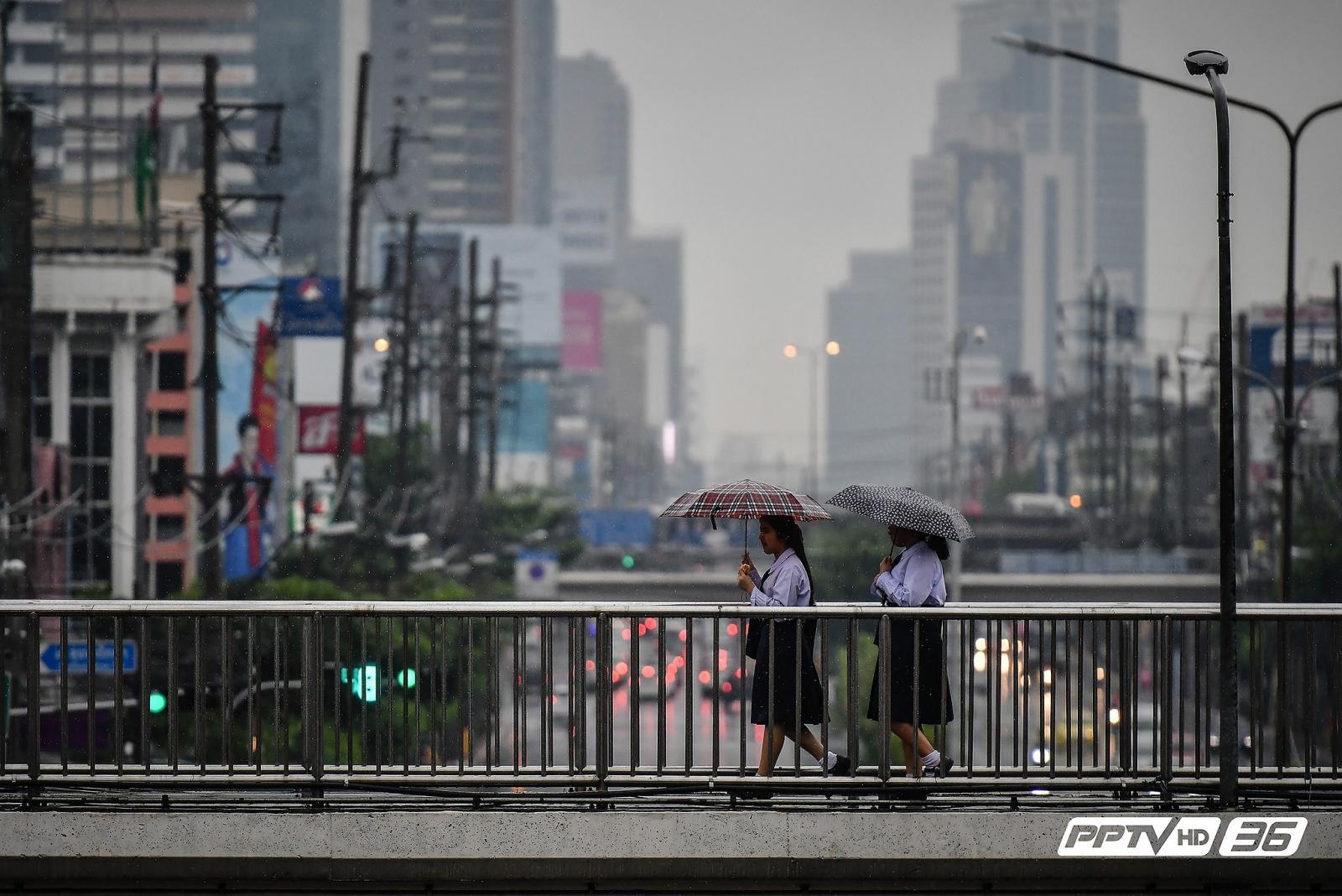 กทม.ชุ่มฉ่ำ หลังฝนโปรยรับเช้าวันจันทร์