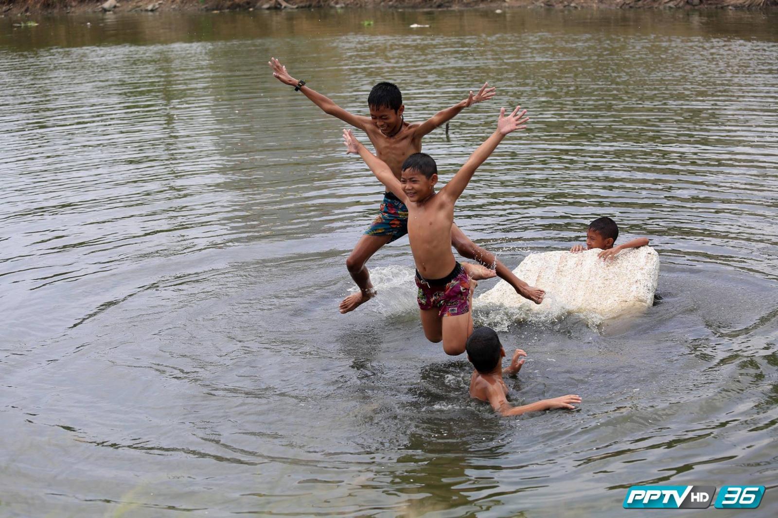 """เตือนผู้ปกครอง """"ระวังเด็กจมน้ำ"""" สถิติปิดเทอมเดือนแรก เสียชีวิตแล้ว 31 ราย"""