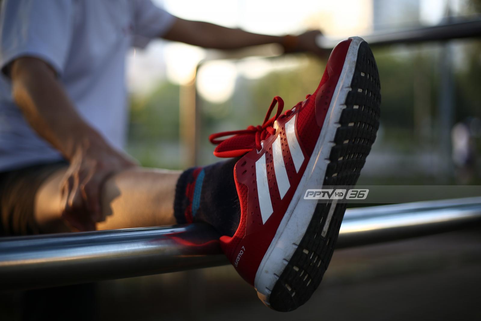 """แพทย์เตือนอาชีพ """"ยืนนาน-เดินนาน-น้ำหนักตัวมาก"""" เสี่ยงโรคเอ็นฝ่าเท้าอักเสบ"""