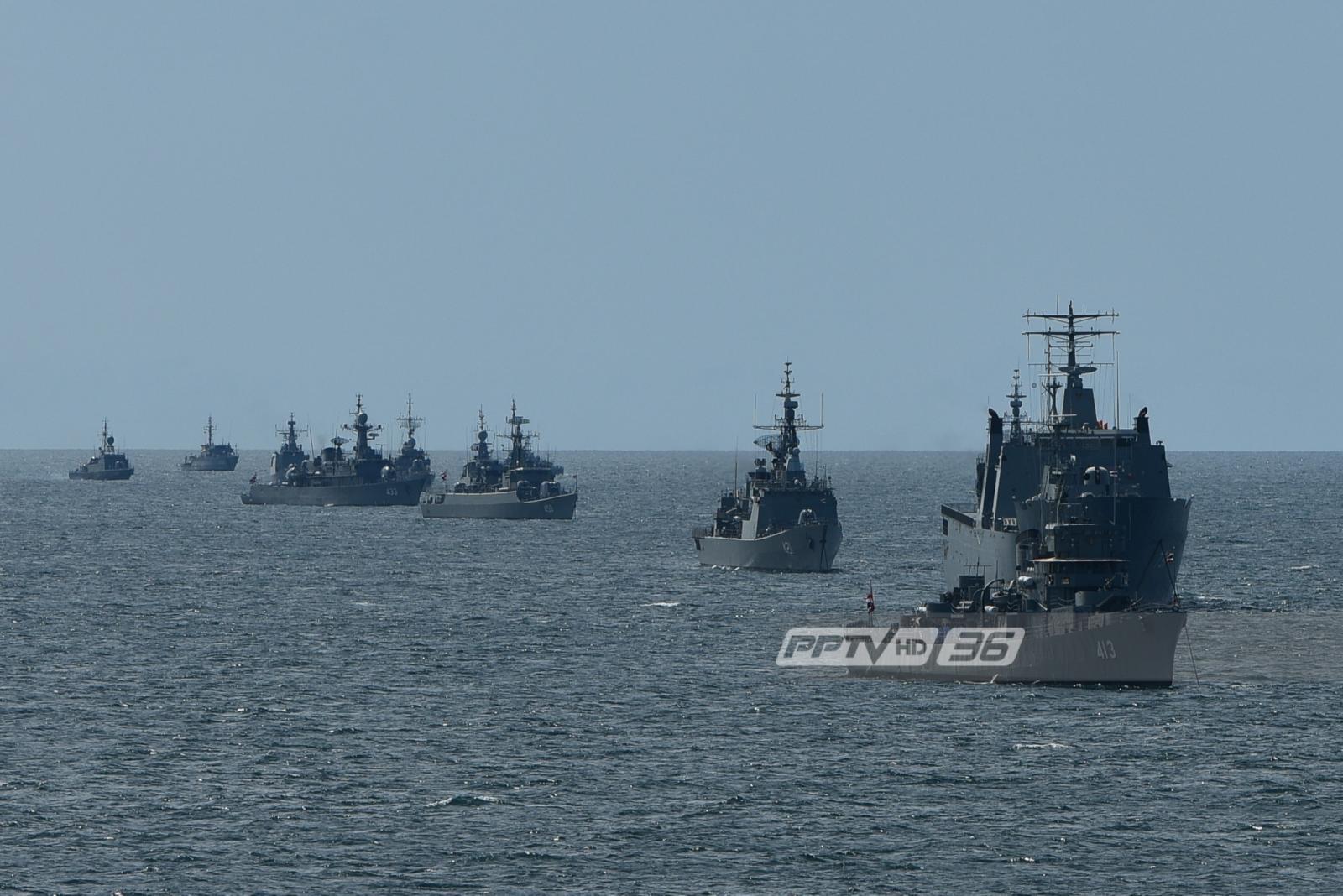 """กองทัพเรือจัดพิธีสวนสนามทางเรือให้ """"ผบ.ทร."""" อำลาชีวิตราชการ"""