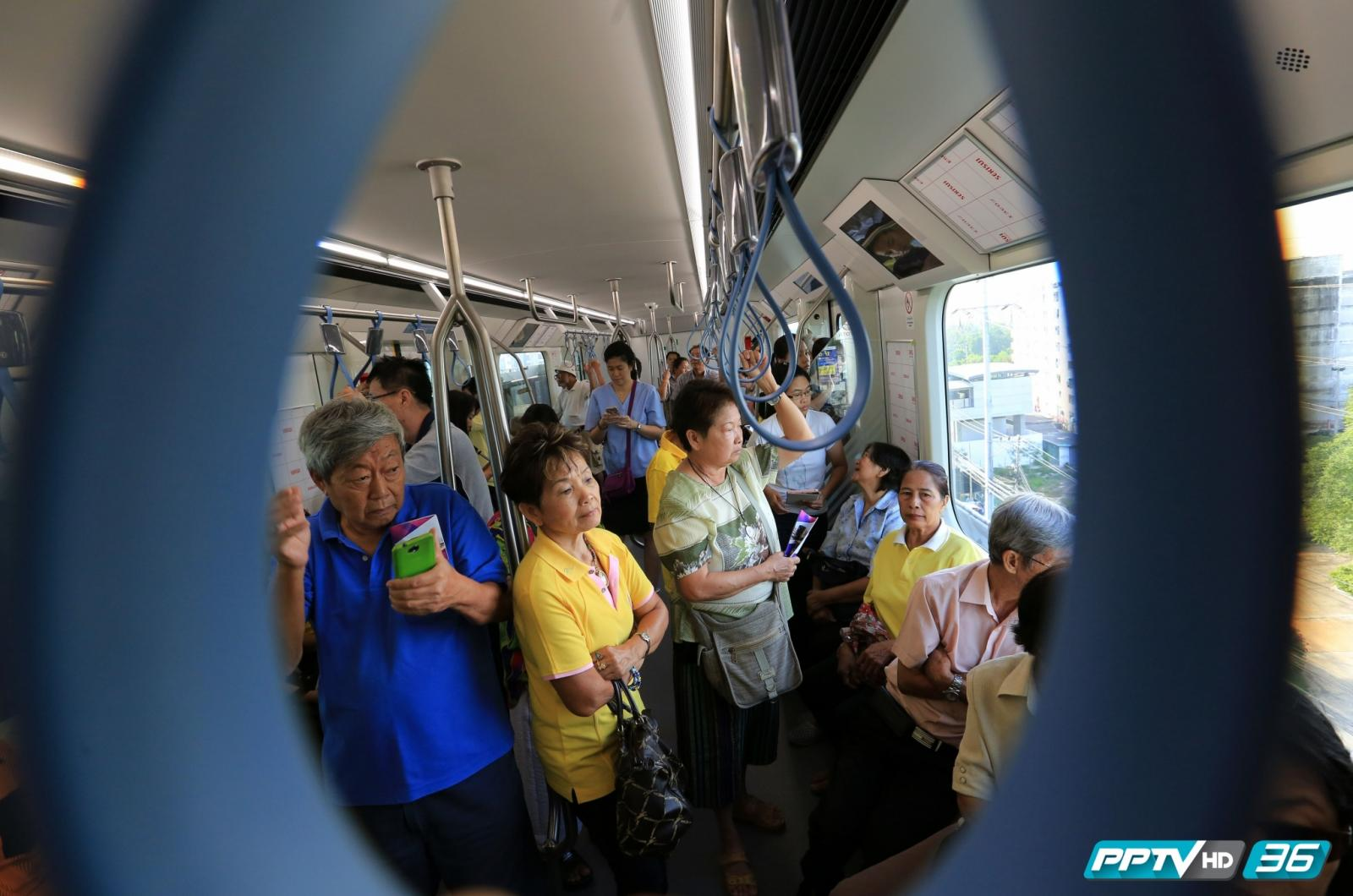 ปชช.แห่ทดลองรถไฟฟ้าสายสีม่วง บางใหญ่-เตาปูน ฟรีวันแรก(คลิป)