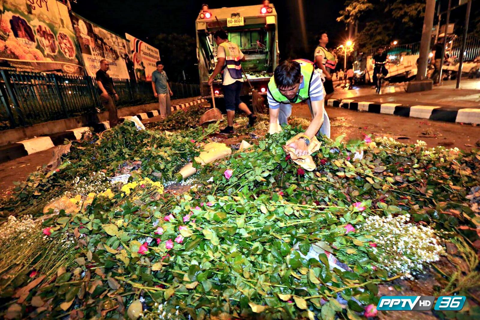 พ่อค้า-แม่ค้าปากคลองตลาด ไม่พอใจ จนท.นำดอกไม้เททิ้งเกลื่อนถนน !!!