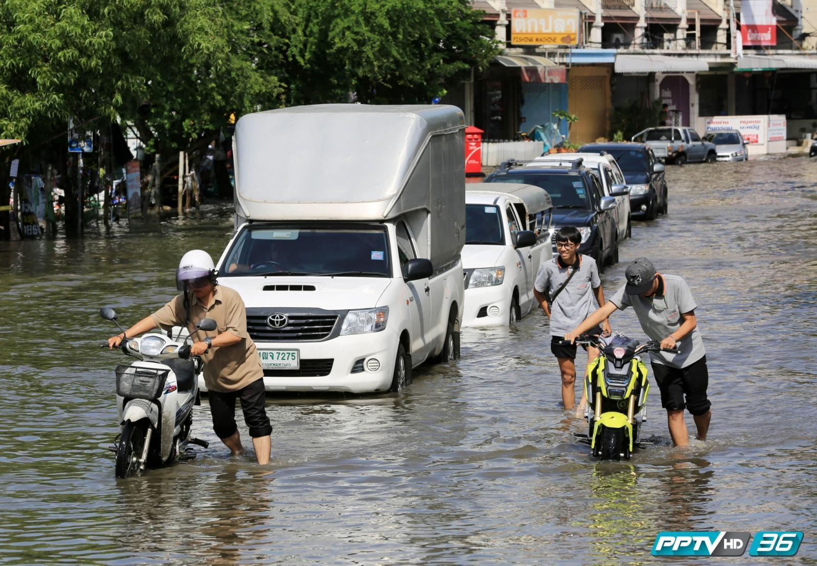 ซ.สามัคคี นนทบุรี อ่วม!! น้ำท่วมรอการระบาย (คลิป)