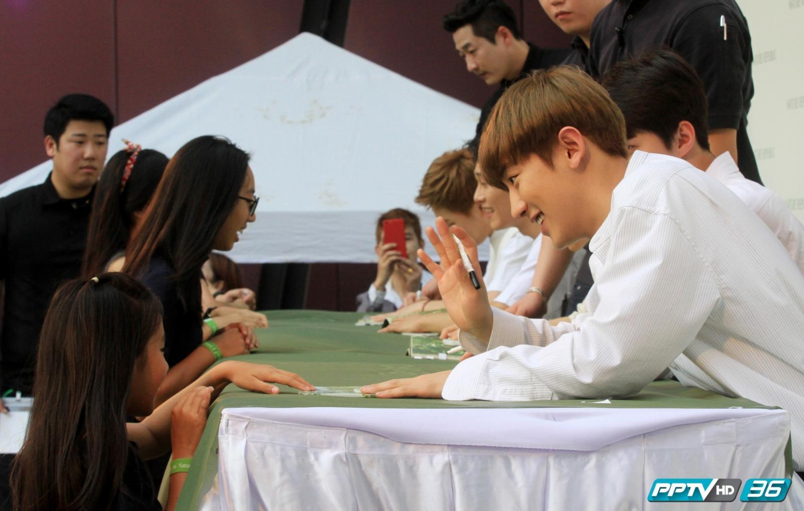 """ชมกันอีกครั้ง...บรรยากาศแฟนคลับ """"EXO"""" พบกับศิลปินวงโปรด !!"""