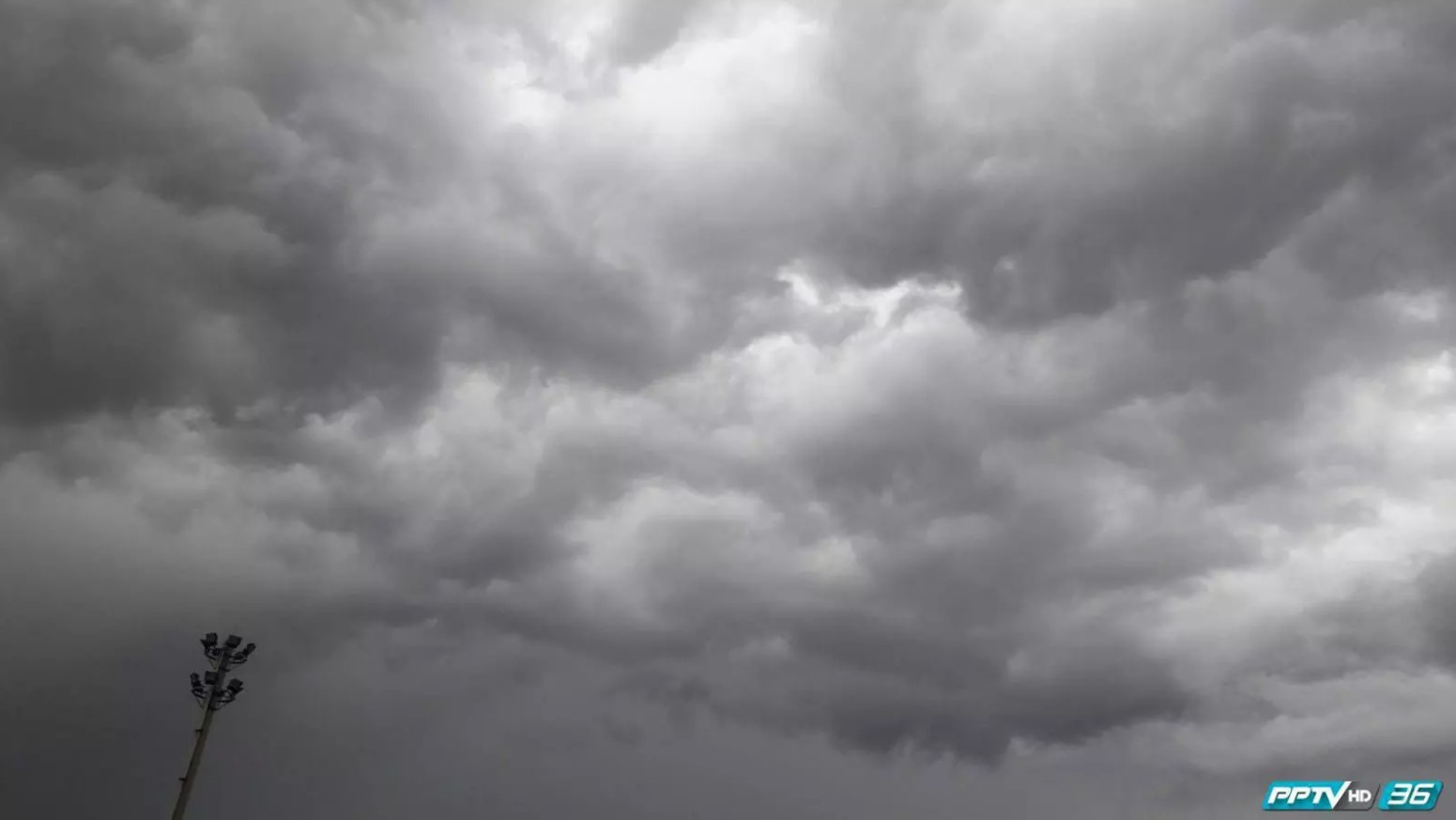 """""""พายุปาบึก"""" ขึ้นฝั่งนครศรีฯค่ำนี้ ระวังอันตรายฝนตกหนัก คลื่นสูง 3-5 เมตร"""