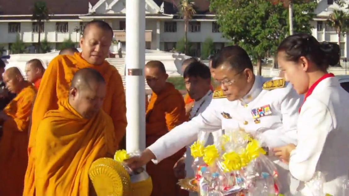 ข้าราชการ-พสกนิกรไทยทั่วประเทศประกอบพิธีวันฉัตรมงคล