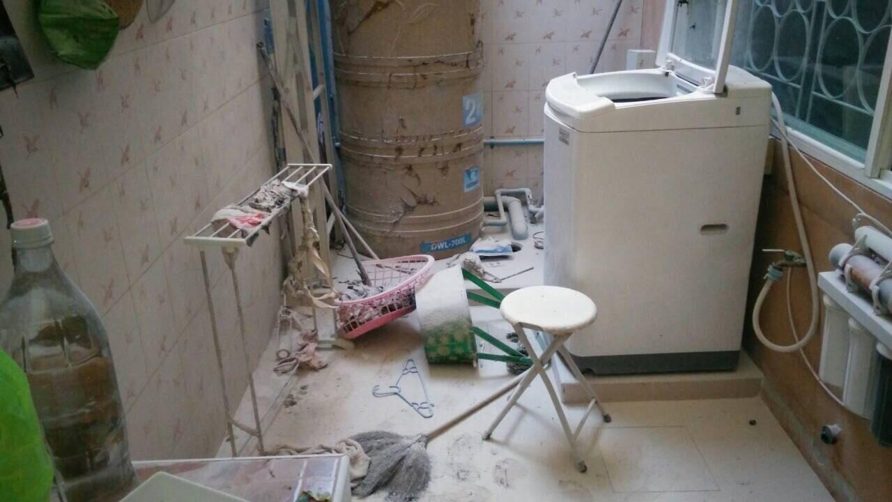 """ภัยใกล้ตัว.. ชาวบ้านจัดสรร ระวังบ่อน้ำเสียหลังบ้าน """"ระเบิด"""" !!!"""
