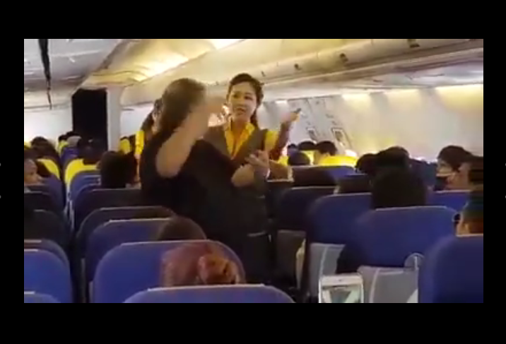 วาทยากรชื่อดังชวนผู้โดยสารบนเครื่องบิน ร่วมร้องเพลงสรรเสริญพระบารมี(คลิป)
