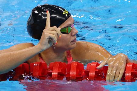 """เงือกสาว """"รัสเซีย"""" ปล่อยโฮ ! หลังโดนนักว่ายน้ำ """"สหรัฐฯ"""" รุมแอนตี้"""