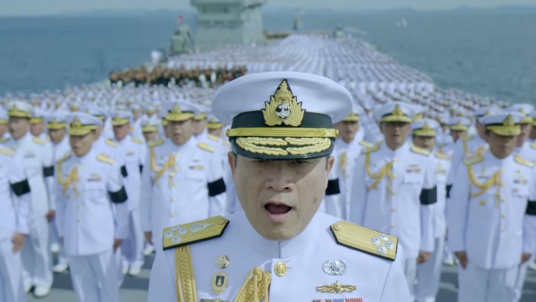 อลังการ! ทหารเรือนับพันร้องเพลงสรรเสริญพระบารมี (คลิป)