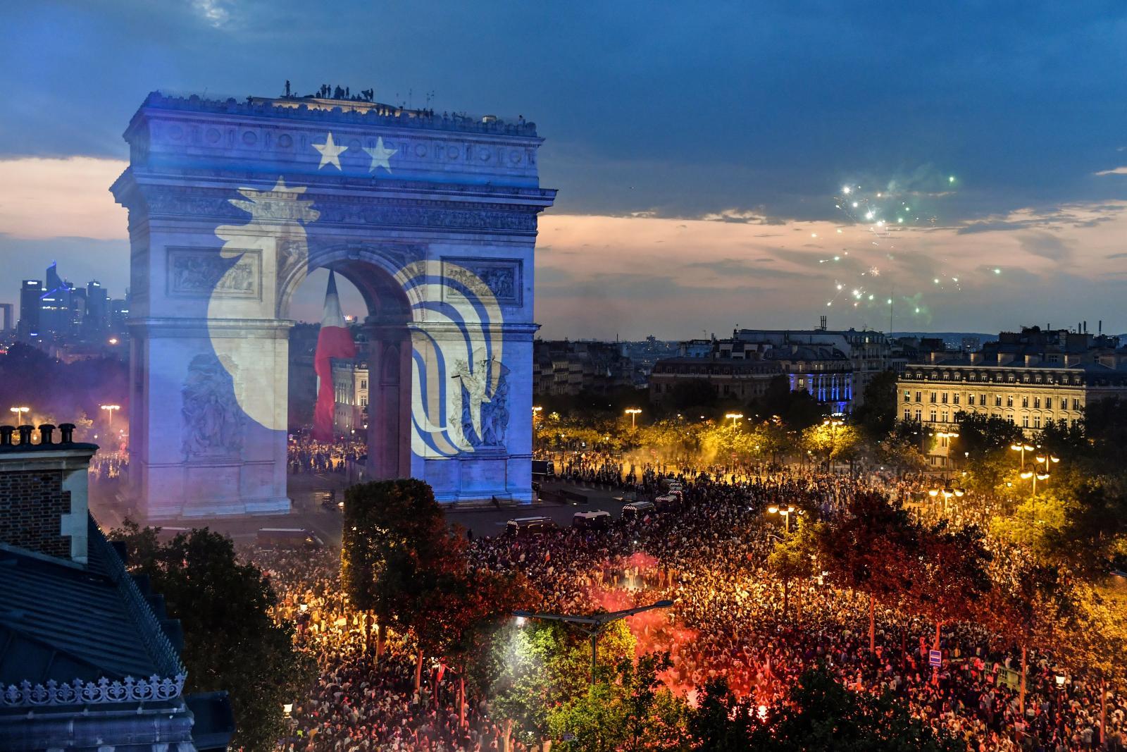 """20ปีที่รอคอย! """"ฝรั่งเศส"""" ทุบ """"โครเอเชีย"""" 4-2 คว้าแชมป์โลกสมัย 2"""