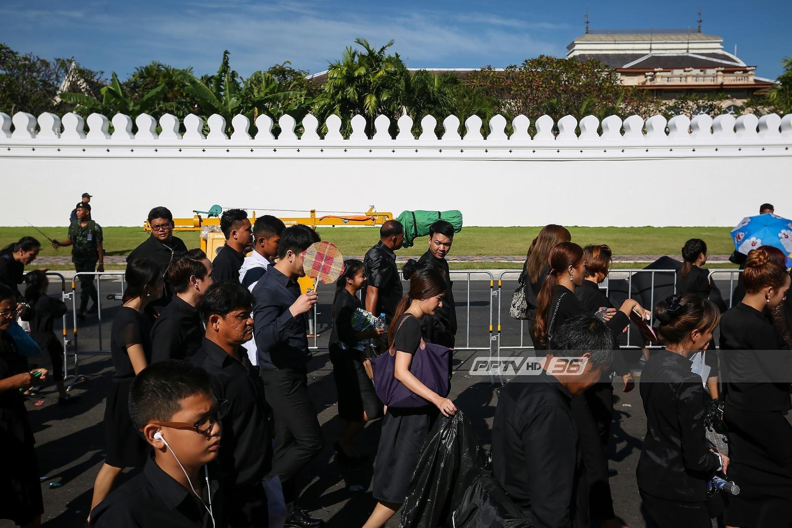 พสกนิกรซาบซึ้ง ในหลวงโปรดเกล้าฯขยายเวลากราบพระบรมศพ