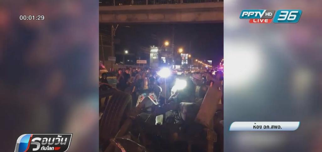 รถขนแรงงานต่างด้าวเสียหลักข้ามเลนชนเก๋ง เสียชีวิต 3 ราย