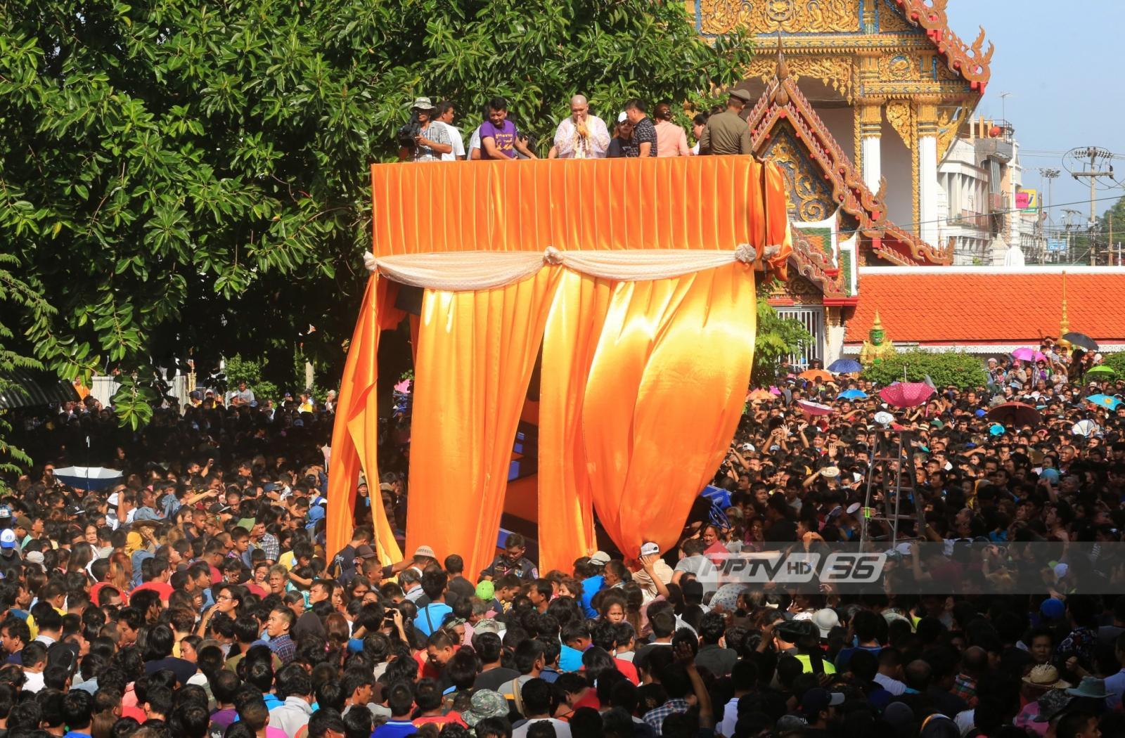 เศรษฐีราชบุรีโปรยทาน 1 ล้าน ควงช้าง-ม้า แห่นาคงานบวชลูกชาย