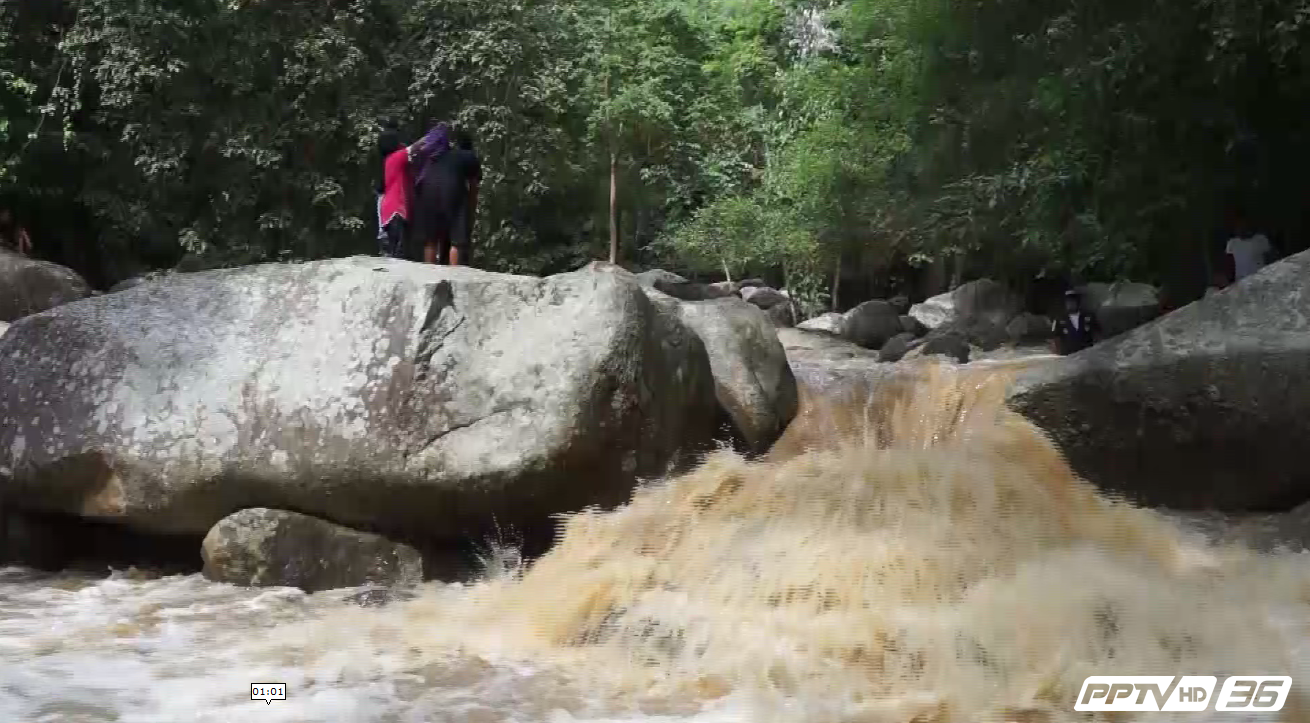 ระทึกน้ำป่าพัดเด็กหญิง 2 คน พลเมืองดีช่วยเหลือทัน