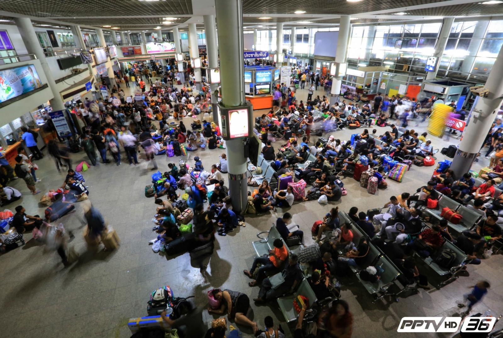 ประชาชนทยอยเดินทางกลับเข้ากรุงเทพมหานคร