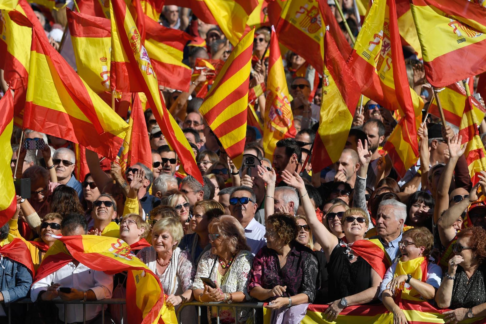 ศาลสูงสเปนออกหมายเรียกอดีตผู้นำกาตาลุญญา