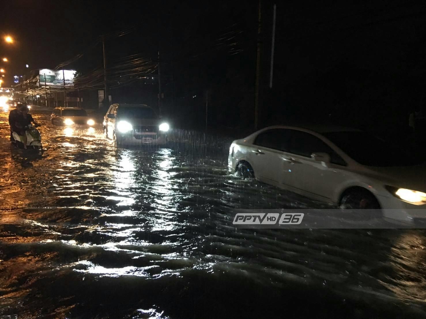 ฝนตกหนักทั้งเมืองพัทยาน้ำท่วมขัง