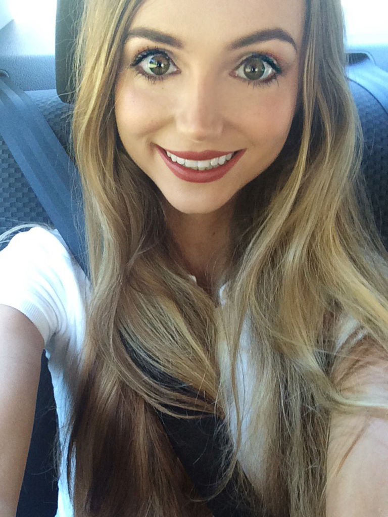 สาววัย 25 ปี ทุ่มเงินกว่า 14,000 เหรียญสหรัฐ เนรมิตตัวเองให้กลายเป็นเจ้าหญิงดิสนีย์!